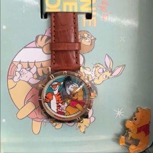 Disney Winnie the Pooh Watch & Pin & Mini Lunchbox